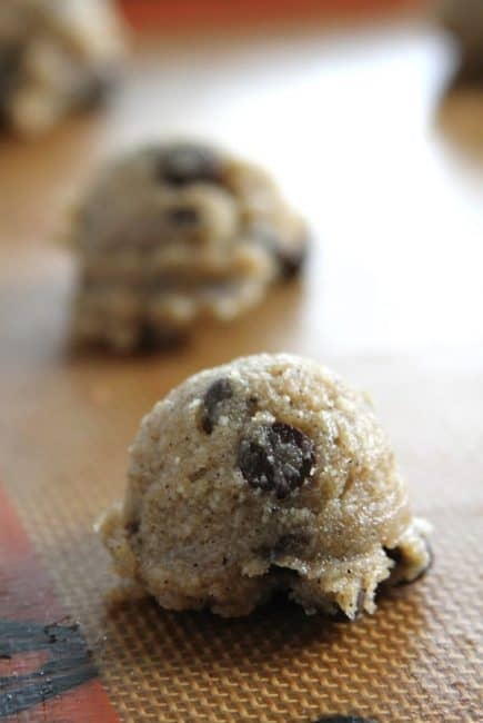 low-carb-chocolate-chip-cookies-3
