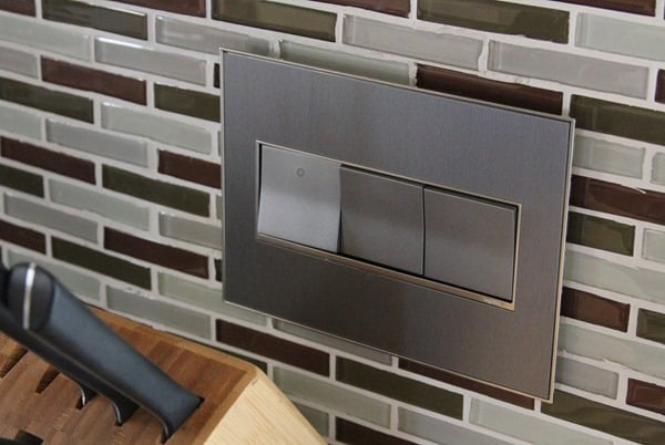under-cabinet-lighting-adorne-wallplate